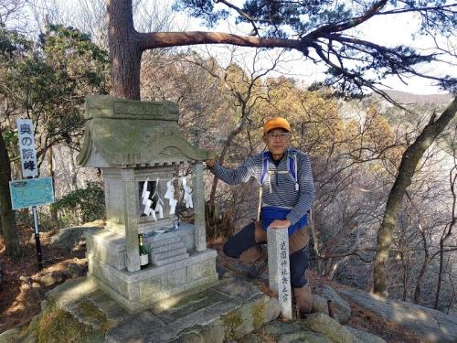 花園神社奥の院峰にて