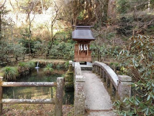 拝殿脇の「水天宮」