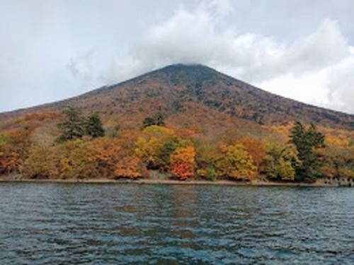 遊覧船からの男体山