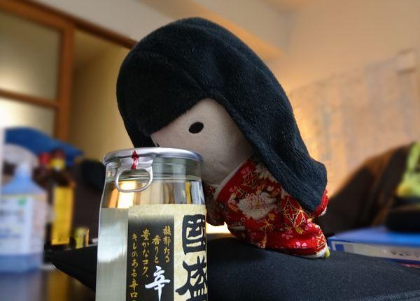 お酒を飲む幽霊