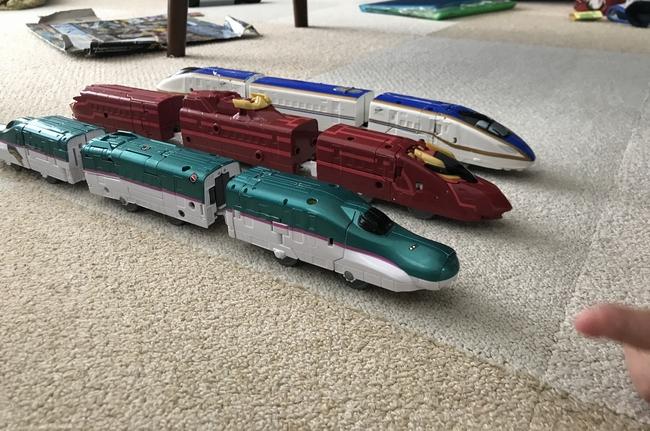 4歳の誕生日に買った新幹線ロボットシンカリオンE7/E5MkⅡ/紅について