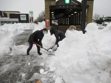 歩道の雪かきも