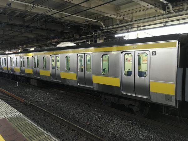 中央・総武線各駅停車のE231系に連結されていた6ドア車(サハE230形)。