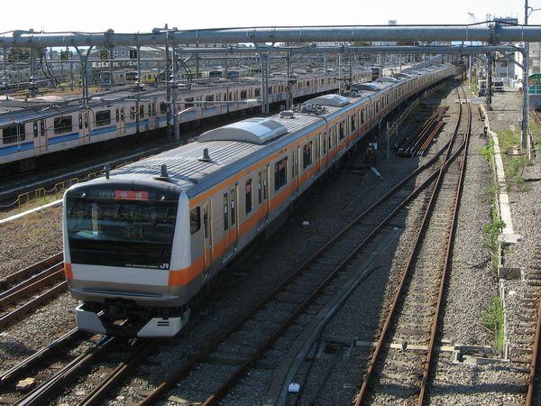 中央線東京~高尾間で運用される通勤電車E233系。