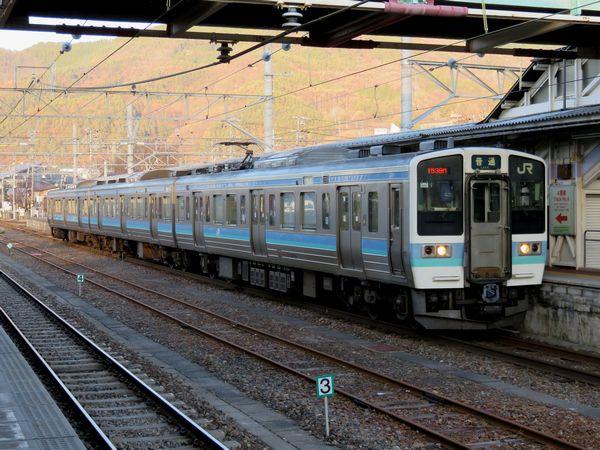 中央線高尾以西の山岳区間で運用される211系。(写真は大糸線信濃大町駅で撮影)