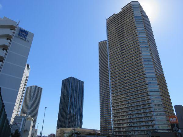 武蔵小杉駅前に林立するタワーマンション