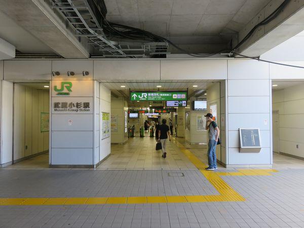横須賀線ホームの下にある新南改札