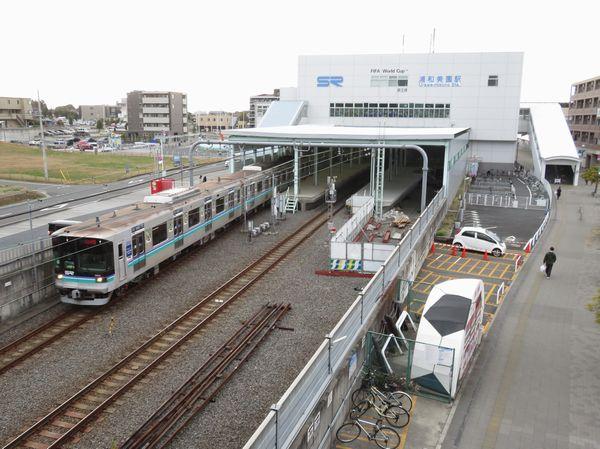 浦和美園駅を発車する埼玉高速鉄道2000系