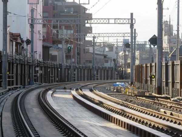 野方駅手前の新旧接続地点。