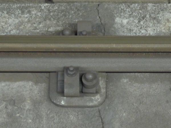 総武トンネルで開業時から使用されているコンクリート短まくらぎ直結軌道