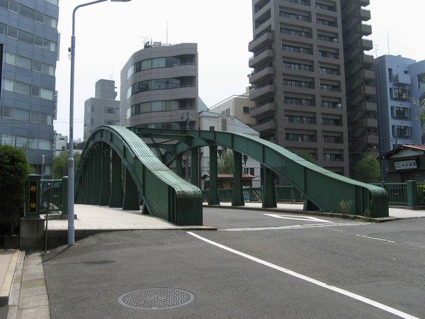 トンネル名称の由来となった柳橋。中央区の有形文化財に指定されている。