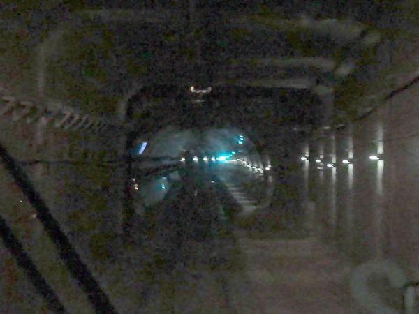 上り列車から見た隅田川トンネルと柳橋トンネルの接続部分。