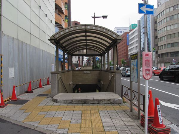 浅草橋交差点内にあるC1~C5出口。浅草橋交差点横断地下歩道として国土交通省が管理している。