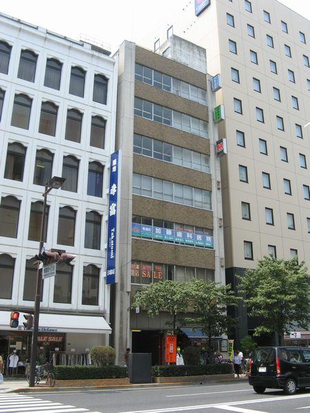 出口4がある長坂ビル。