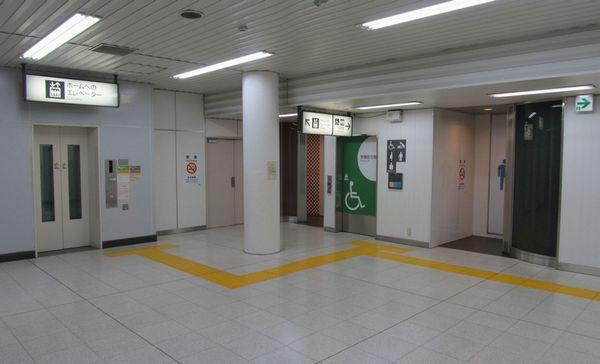2010年に新設されたエレベーターと多機能トイレ