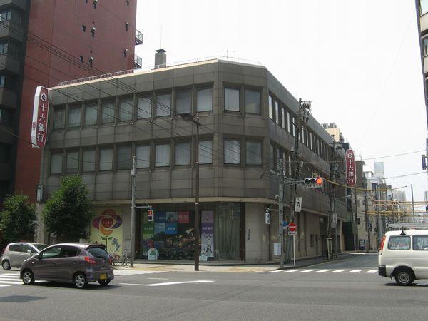 十六銀行東京支店。左下に出口6がある。