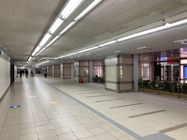 連絡通路は2019年に拡張され、コレド室町テラスと一体化された。