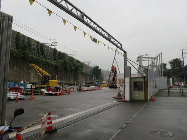 工事終了に伴い建屋は解体された。