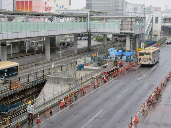 環状2号線とバスターミナルの間に出現した第1出入口のコンクリート枠。