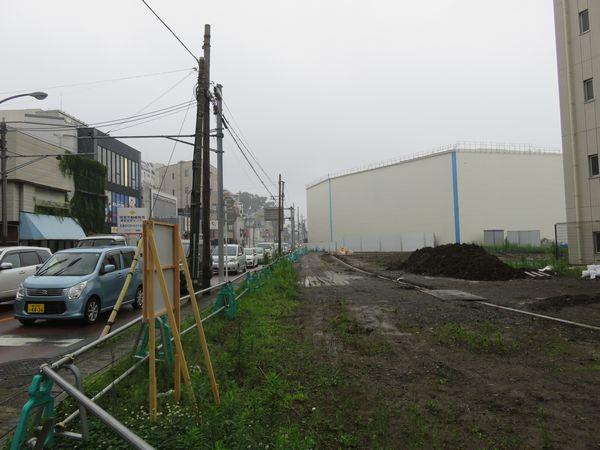 綱島街道沿いでは建物が取り壊され拡幅用地の確保が進む。