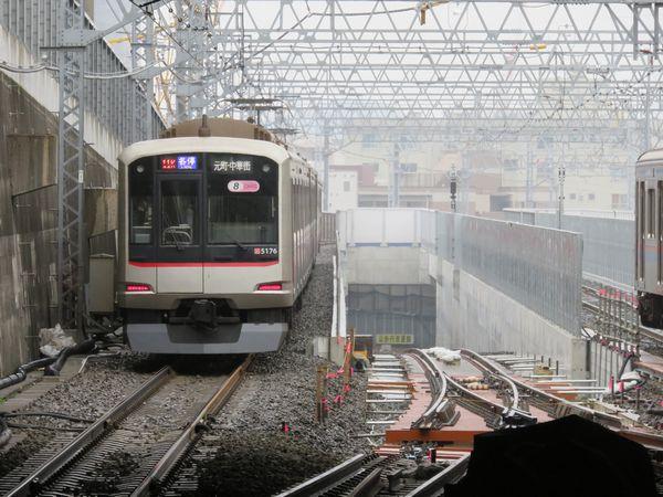 日吉駅から相鉄線へ続く線路