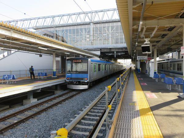 急行の追い抜きに備え2面4線化された高柳駅。