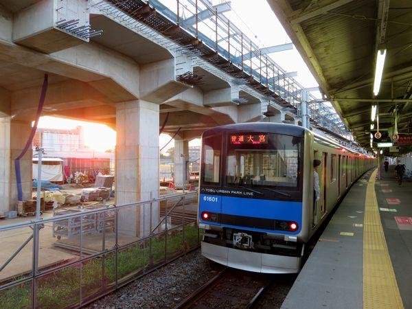 高架橋建設が進む野田市駅と60000系
