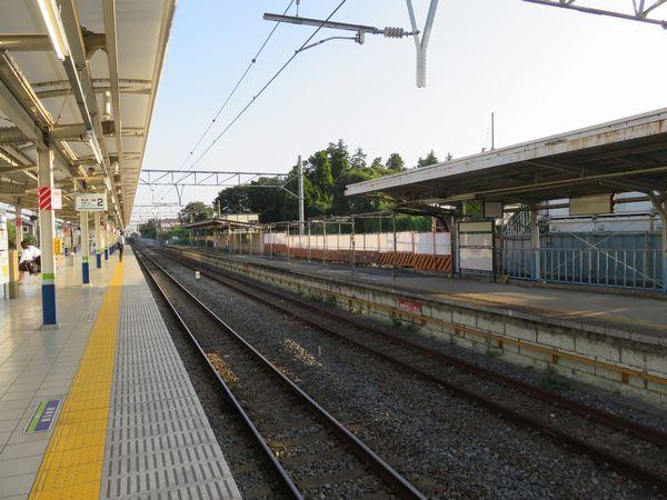 使用停止中の清水公園駅1番線。ホーム両端とも本線との接続は切られている。