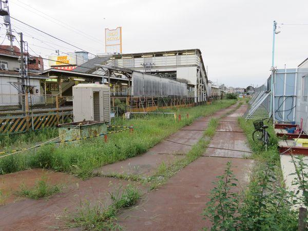 駅前広場完成により仮線用地の確保はできたが予算不足により工事がストップしていた。