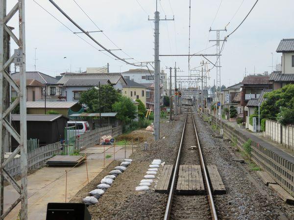 野田市→愛宕の前面展望。この付近では元々西側に土地が確保されていた。