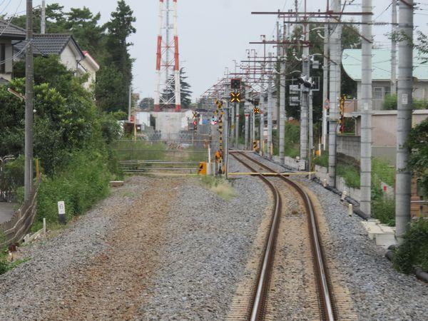 平成やよい通り陸橋付近から野田市駅方面の前面展望。橋脚基礎を施工した段階で工事が止まっていた。
