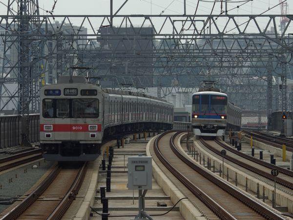 東急目黒線田園調布~日吉間は東横線との並走区間となっている。