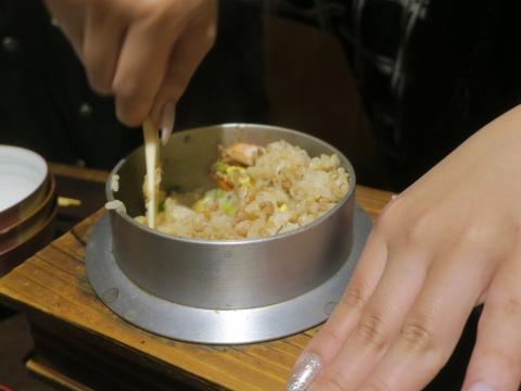 「カニ釜飯」③
