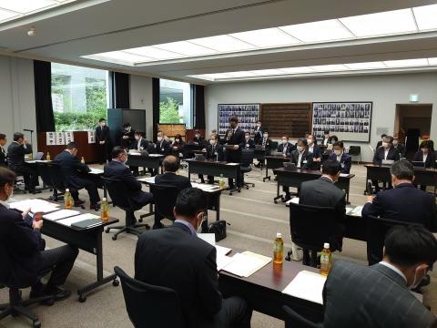 「茨城県議会臨時会提出議案等説明会」議会大会議室①
