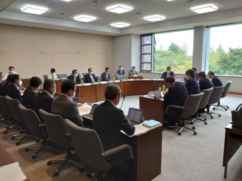「茨城県議会臨時会提出議案等説明会」議会大会議室④