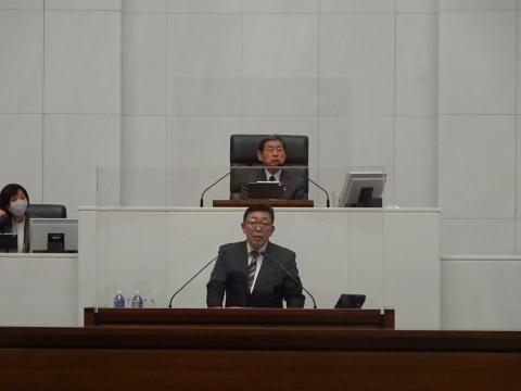 令和2年12月2日「戸井田 和之一般質問」県政壇上へ登壇①