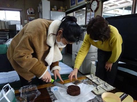 「バレンタインデー。娘がチョコ&クッキーをプレゼントしてくれました!」 (19)