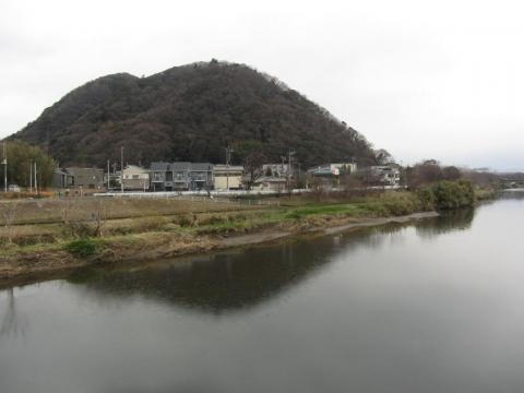 高麗山と花水川