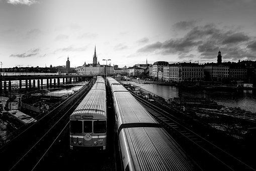 trains-4184537__340.jpg