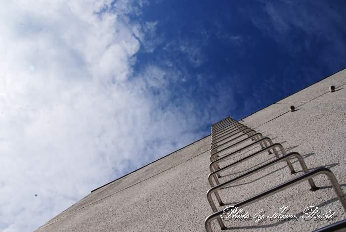 西条市中央公民館と雲 愛媛県西条市周布401-1