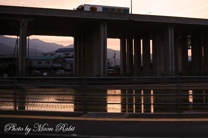 今治小松自動車道の夕景 愛媛県西条市周布