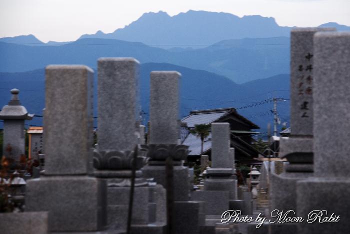 清浄寺墓地と石鎚山 愛媛県西条市吉田1140