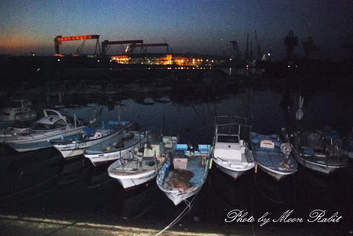 玉津漁港の漁船 愛媛県西条市船屋西北