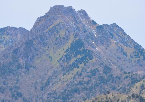 8岩黒山200403