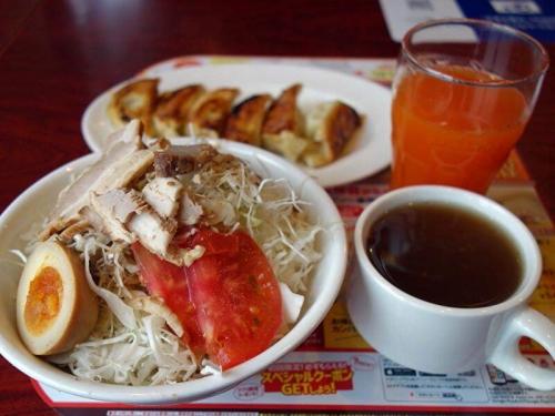 たっぷりキャベツの中華サラダ&本格焼餃子
